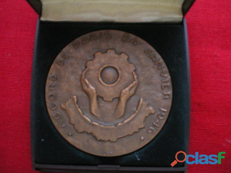 Médaille   Accord de PARIS du 24 Janvier 1946. 0