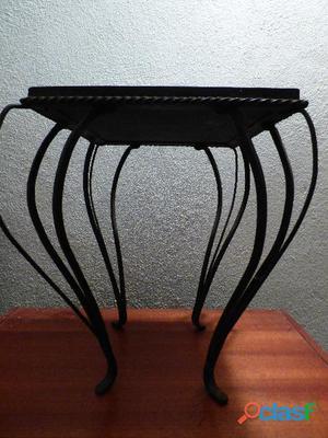 Petite table en fer forgé