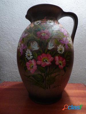 Vase en terre cuite   décor peint à la main