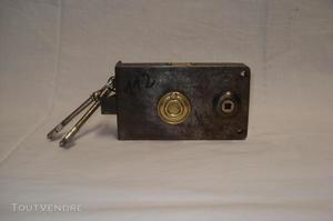 Serrure ancienne pour pose en applique d.f, 2 clés..