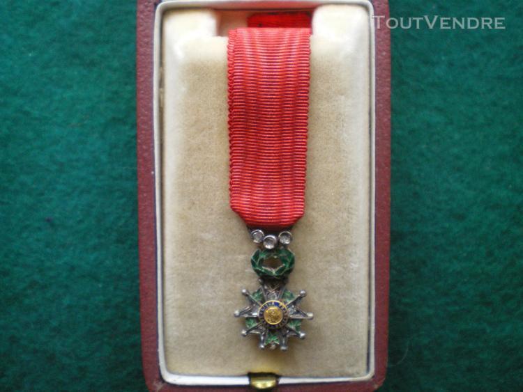 Ordre de la légion d'honneur en réduction 4° république.
