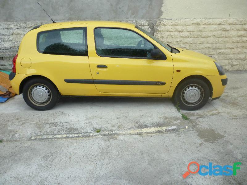 Don de ma voiture renault clio ii 550 €
