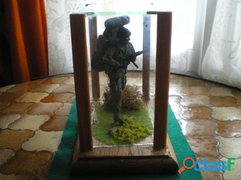 Figurine en plomb d'un soldat des forces spéciales.