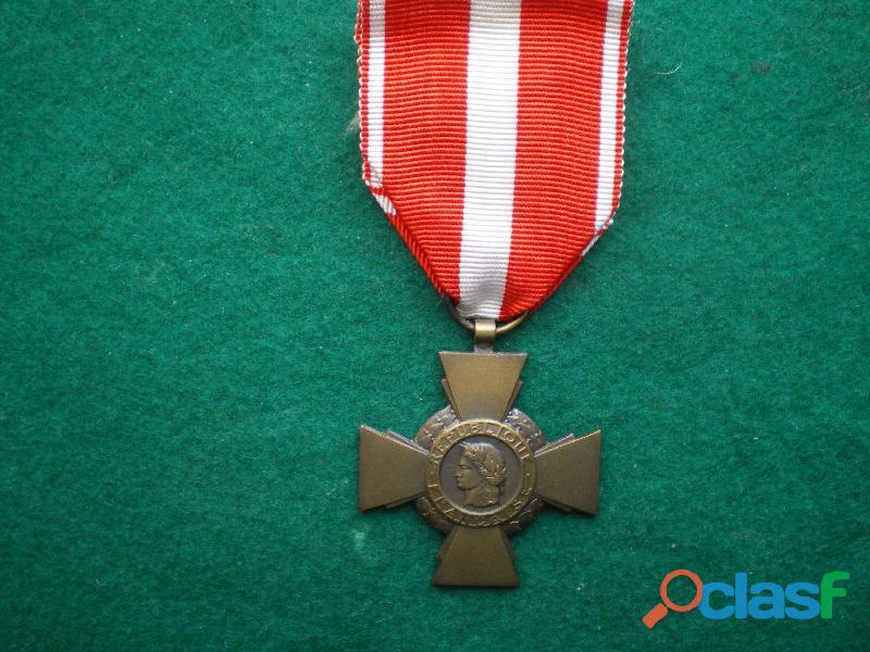 Croix de la Valeur Militaire.