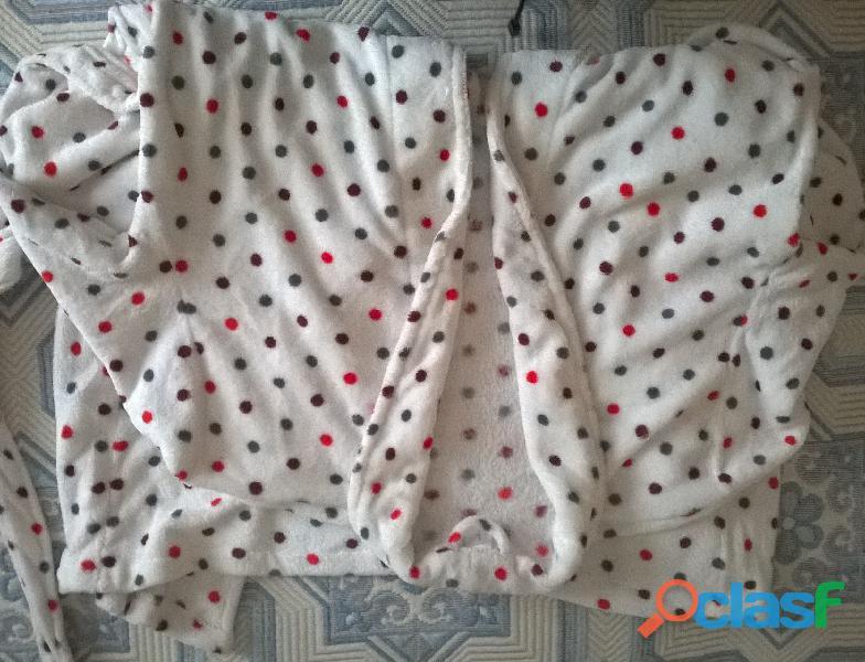 Robe de chambre en polaire blanche à gros pois de couleur