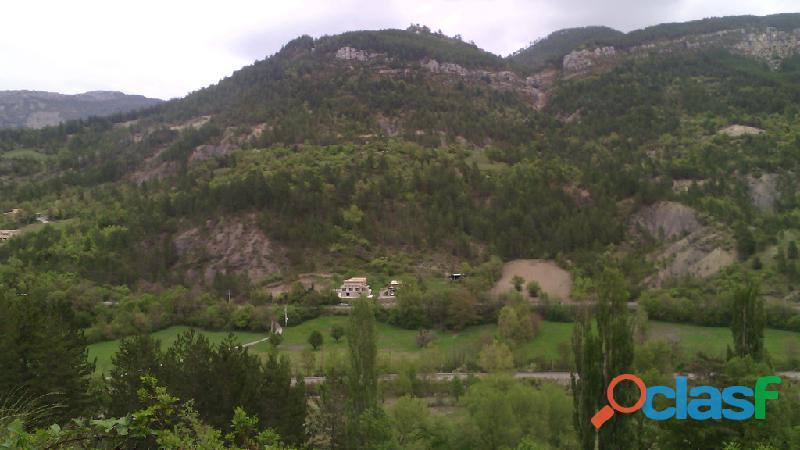 2 maisons sur 2 hectares de terrain
