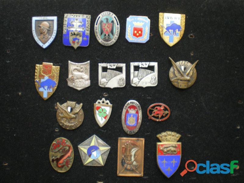 Insignes d'Infanterie et divers   Attaches cassées.