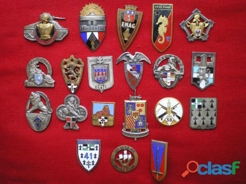 Insignes d'Infanterie et du Génie   Attaches cassées.