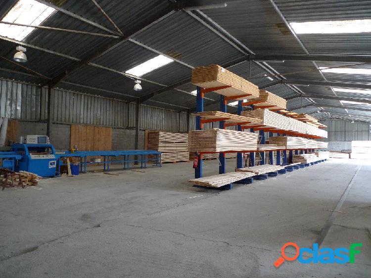 Bâtiment industriel a vendre a mornas de 2 350 m² env.