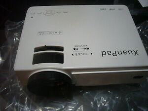 Projecteur xuan pad modèle x008, neuf dans carton, jamais