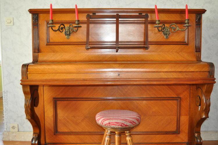 piano droit avec son tabouret