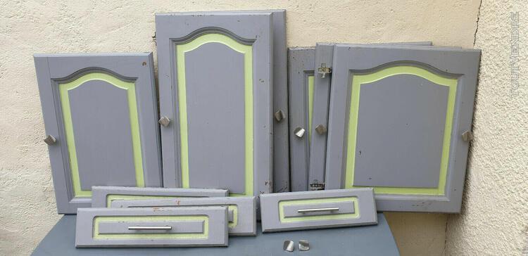 Portes et facades de tiroirs de meubles de cuisine encastree