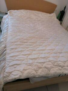 Couvre lit en satin crème, deux volants pour grand lit 140