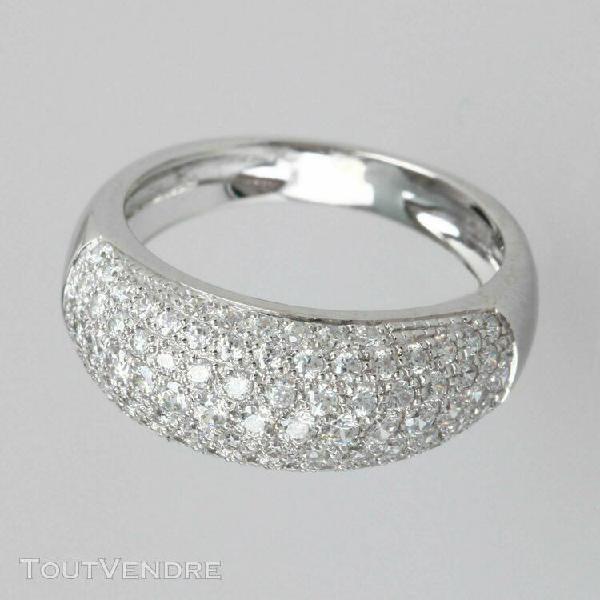 Bague jonc en or blanc 18 carats ornee de diamants