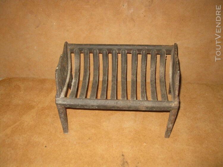 ancienne grille porte buche cheminée