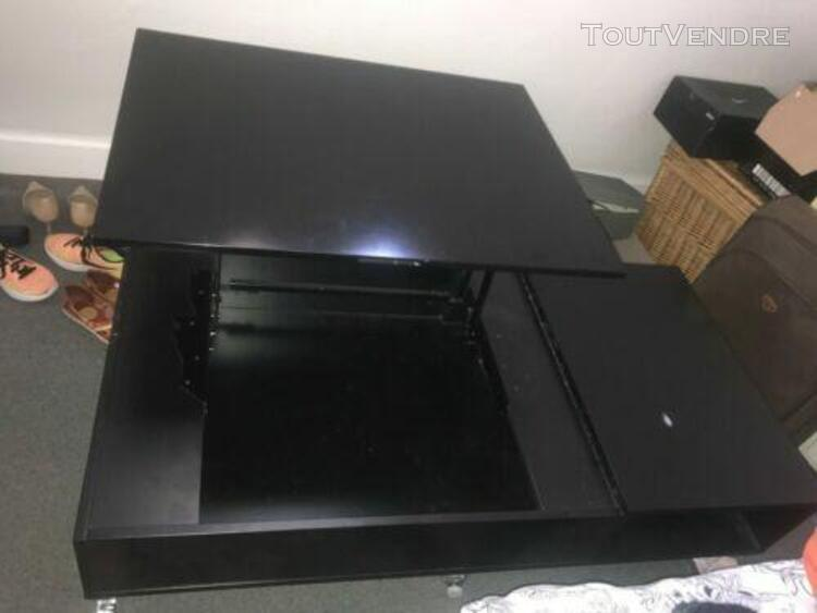 Table basse noire, plateau depliable et rangements spacieux