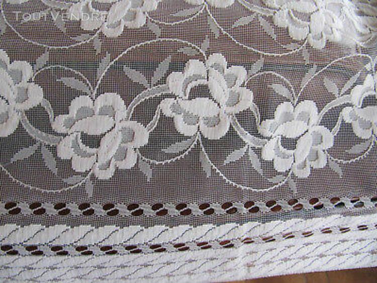 Voilage décor fleuri 95x136cm avec rufflette synthétique