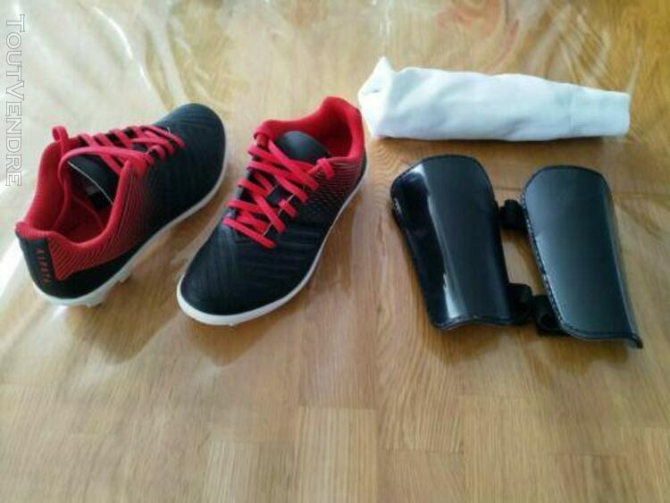 Chaussures de football crampons pointure 31 + protèges
