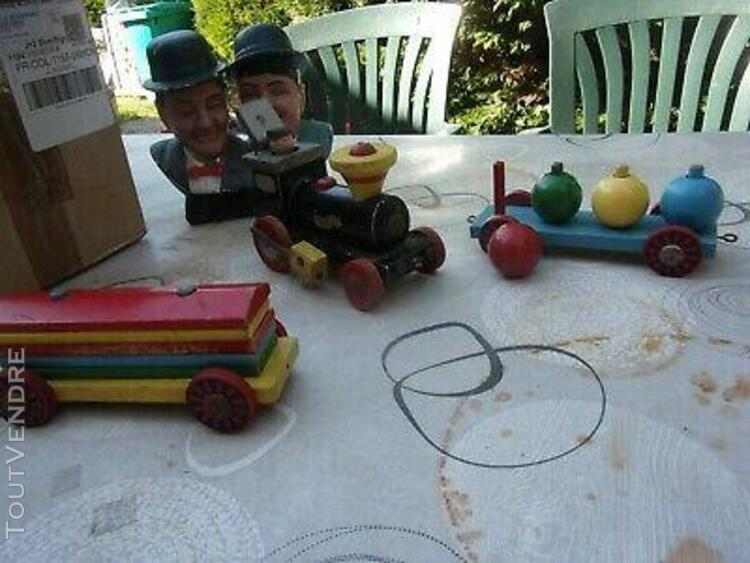 Jouets trains wagons an bois anciens