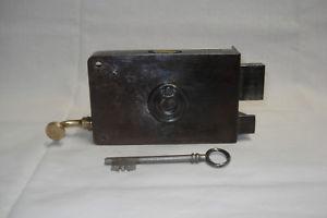 Serrure ancienne à tirage avec clé, marque g.r.