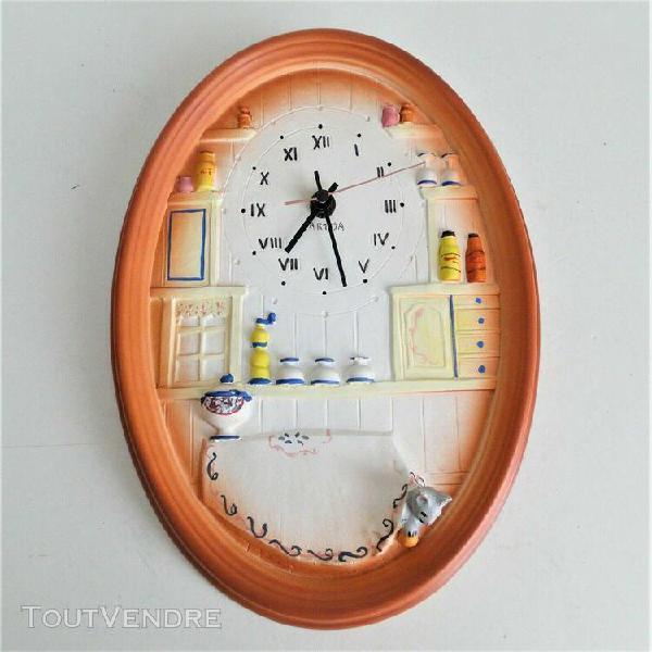 Pendule horloge cuisine murale en plâtre genre terre cuite