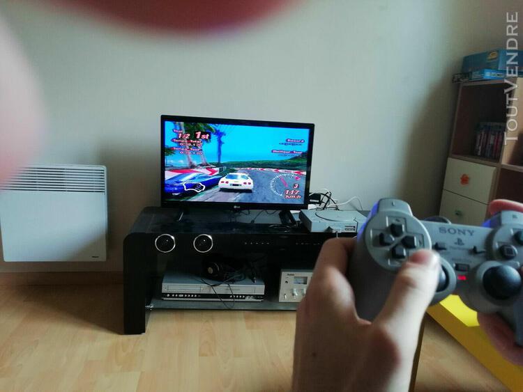 Console playstation 1 (ps1) avec 1 jeu, une manette, une c