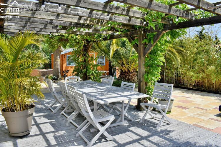 Achat - villa 4 faces - 8 pieces - piscine - garage - jardin