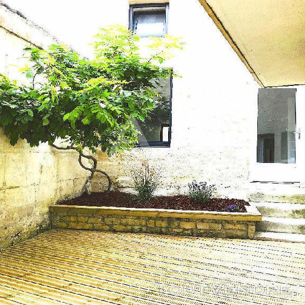 Saintes,coeur historique avec cour intérieure et garage.