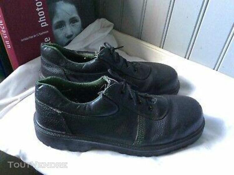 chaussures de travail cuir noir.t 44 (m/f)