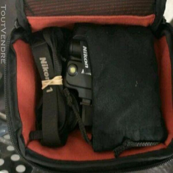 Nikon v1 + 2 objectifs + flash speedlight sb-n5 + étui