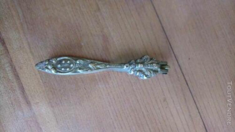 casse noix ancien bronze xixème fleur lys