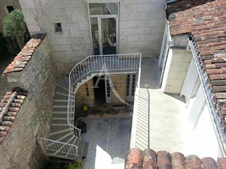 Hôtel particulier avec garage et cour intérieur