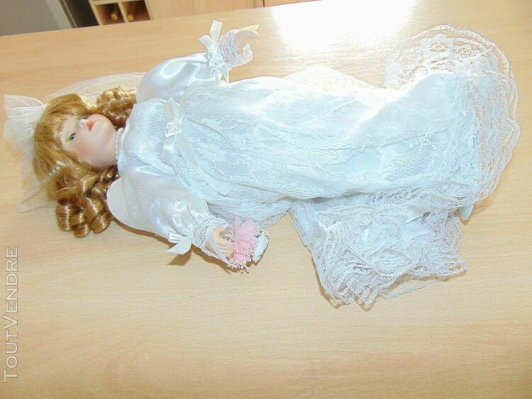 poupée porcelaine la mariée environ 40cm avec support