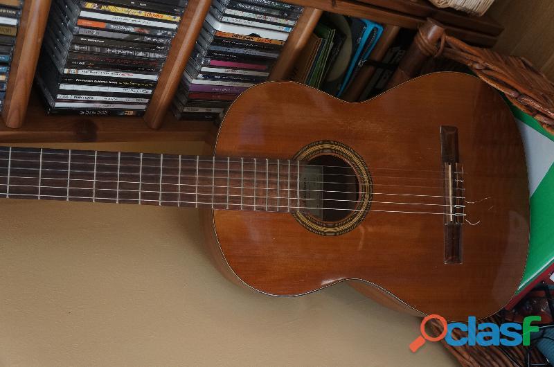 2 guitares classiques et une mandoline