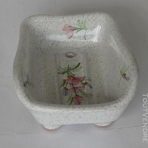 baignoire porte-savon - décor floral bleu ou mauve.