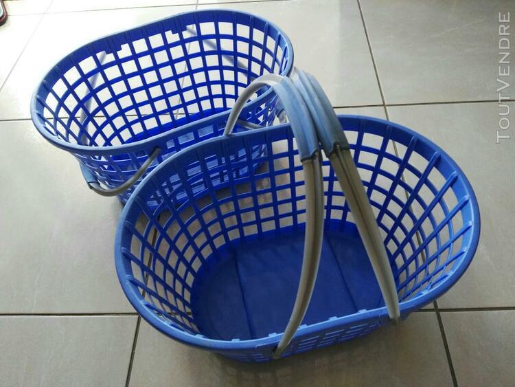 corbeille plastique bleue