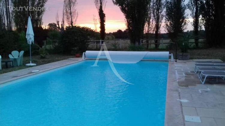 Maison -plain - pied -5 chambres -piscine -jardin -205 m2