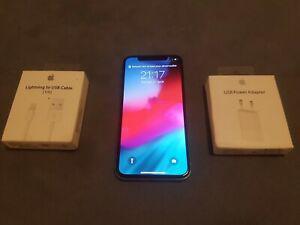 Apple iphone x 256go argent très bon état. débloqué.