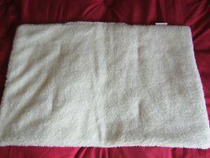 tapis coussin chien (imitation mouton) /neuf/petit