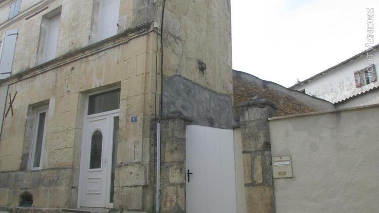 Maison de type t2 avec cour à burie (17770) actuellement
