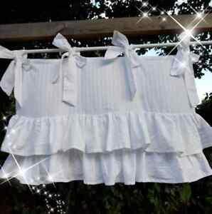cantonniere blanche tissus rayé, double rangée de volants