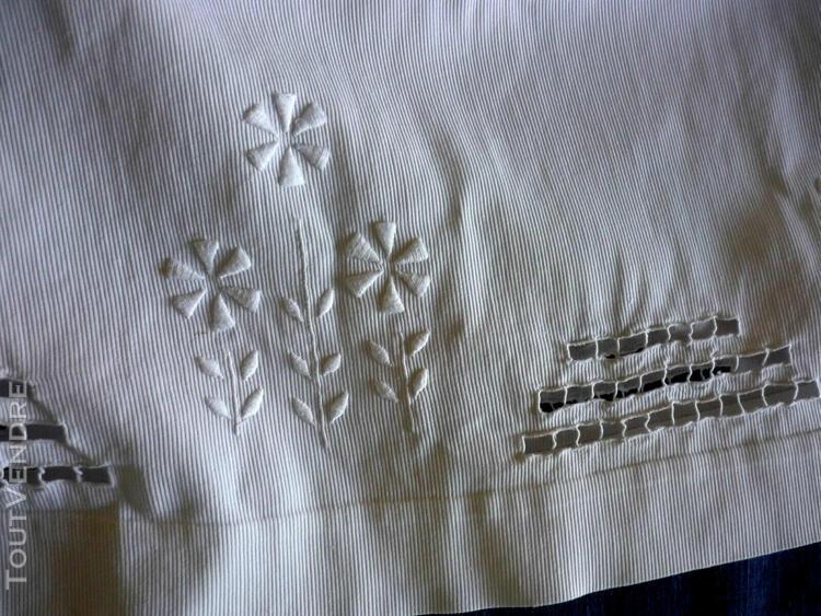 Bébé poupée longue robe piqué de coton brodé main