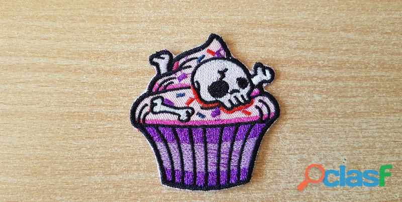 Ecusson brodé cupcake et tête de mort 6,5x6,5 cm