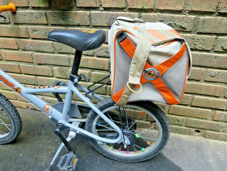 Velo bicyclette enfant 6- 8ans decathlon + casque.+ sac à
