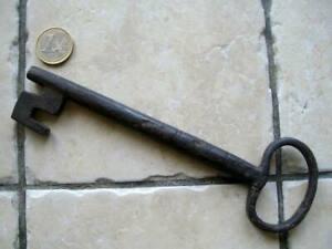 Ancienne clé de serrure de porte 18 cm en fer