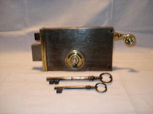 Serrure ancienne à tirette de marque f.v. avec clés.