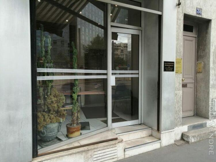 Boutique avec vitrine bel emplacement
