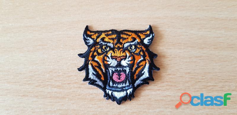 Ecusson brodé petite tête de tigre modèle 1 thermocollant pas besoin de couture 4x4,5 cm