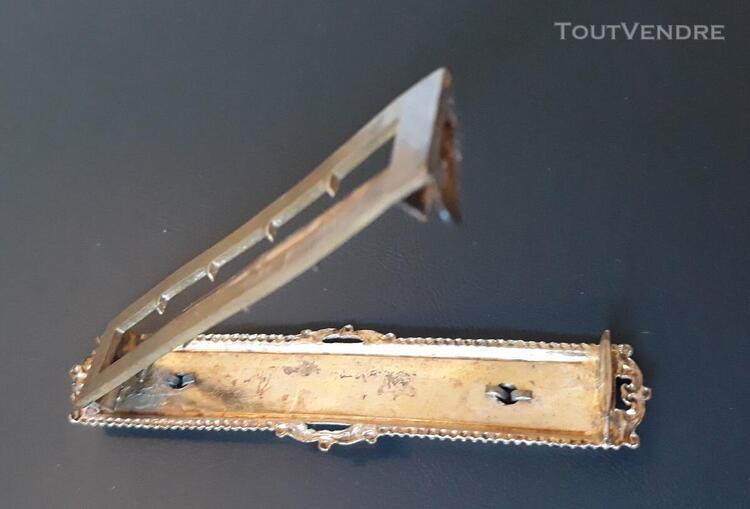 Boucle de ceinture ancienne en pomponne et émail, motif