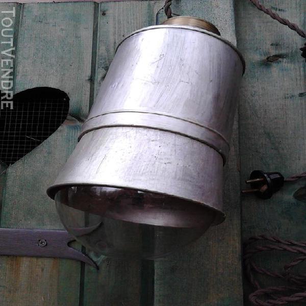 Baladeuse en fer/lampe/atelier/loft/ancienne/collection suxn